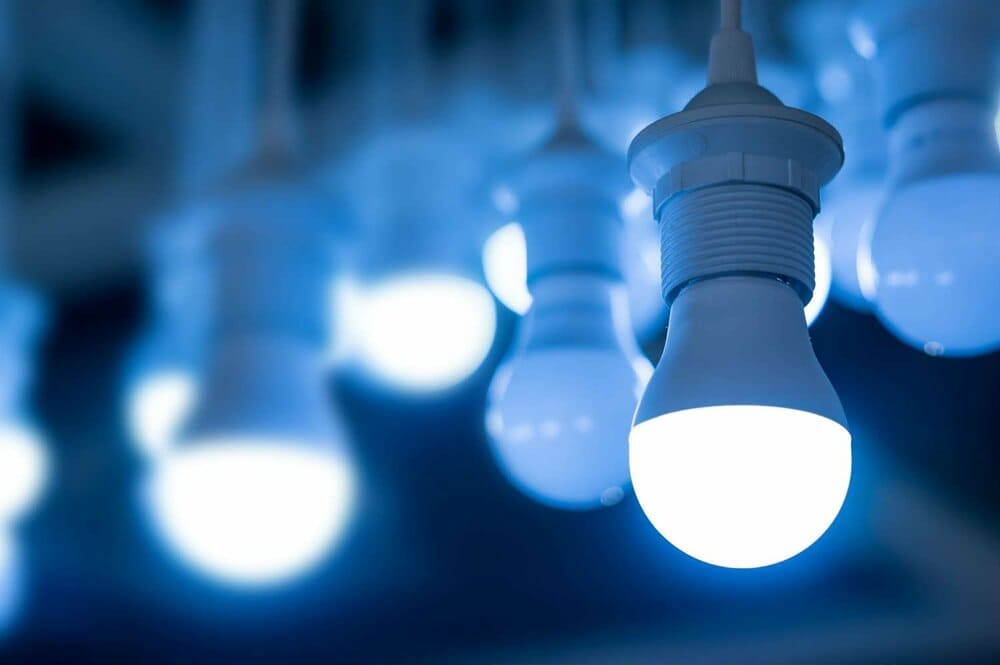 cuanto se ahorra con luces led en casa
